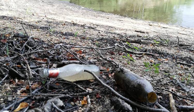 odpadky, přehrada, jablonec 2018