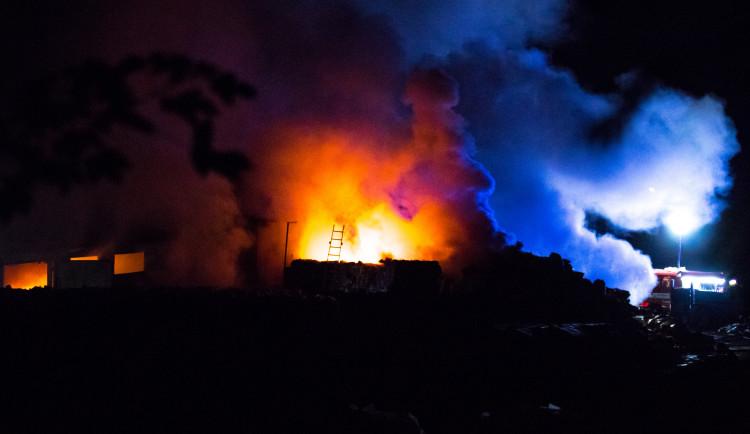 Požár skládky na Proseči
