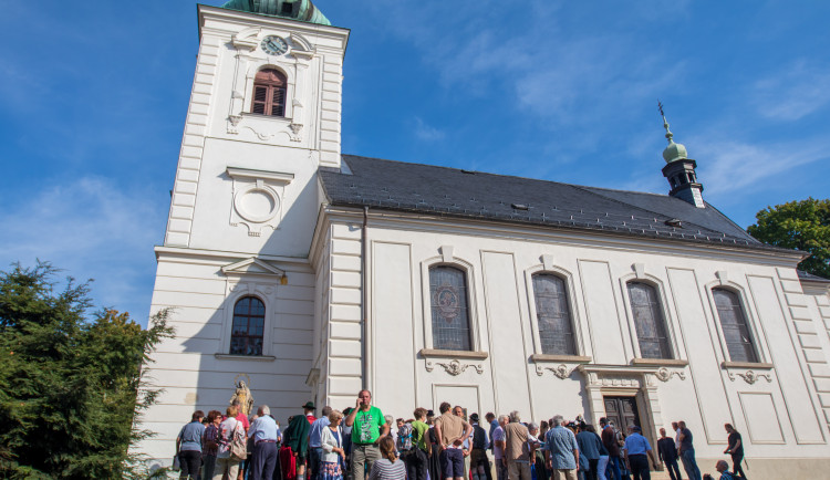 Slavnostní odhalení desky u kostela sv. Anny