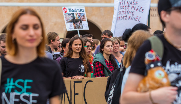 Pochodu za práva zvířat se zúčastnily stovky lidí