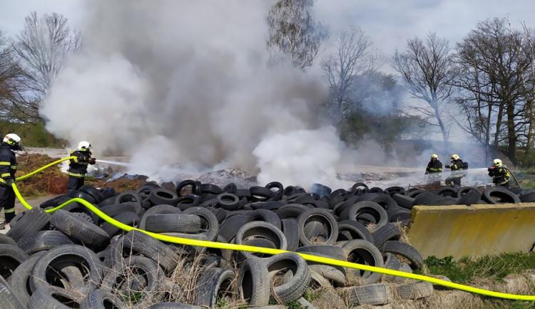 Požár pneumatik ve Stráži pod Ralskem