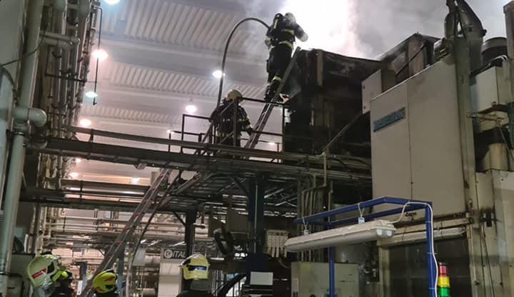 Požár stroje ve výrobní hale v Hrádku